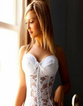 girl escorts Paris Viola